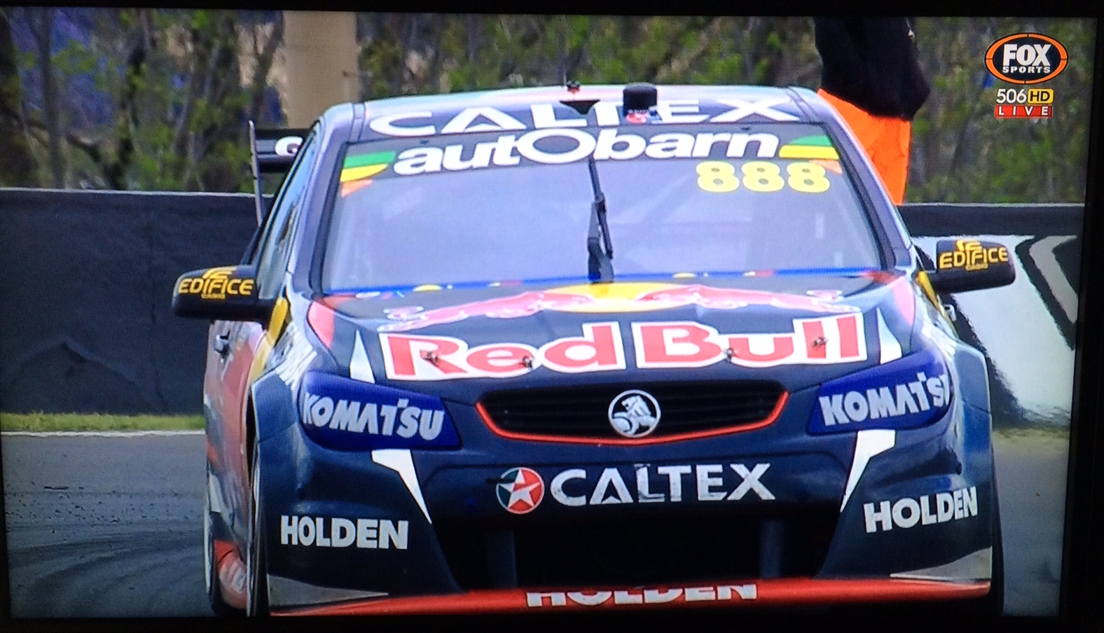 Winning 888 Commodore, 2015 Bathurst 1000, driven by Craig Lowndes and Steven Richards
