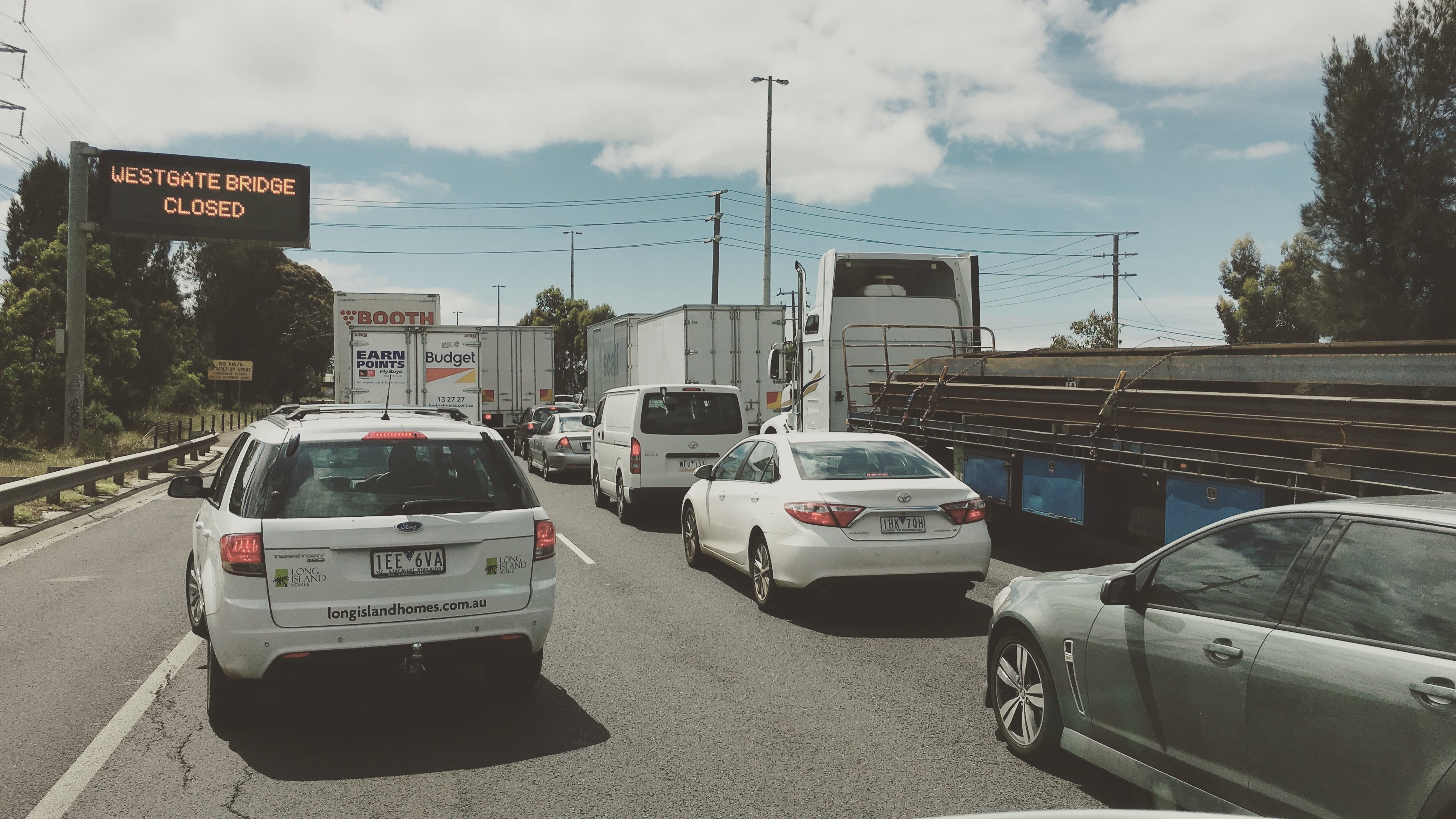 Westgate Freeway traffic jam caused by the Westgate Bridge closure following a fatality